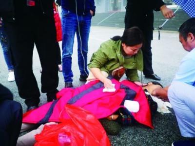 紧急按压心肺 全力抢救20分钟 南阳护士在武当山救了老人一